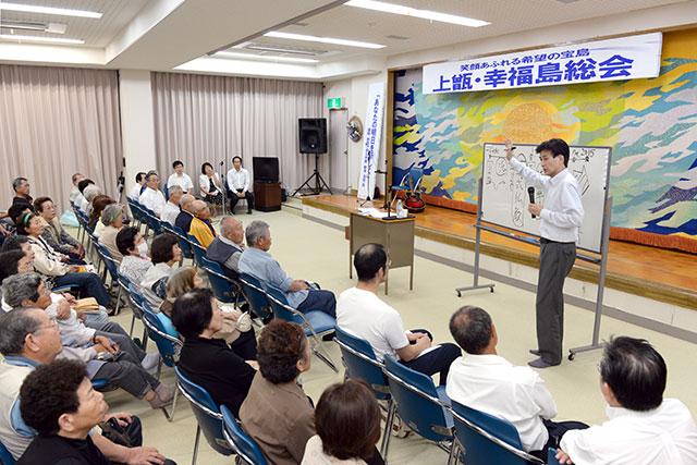 中甑島で開催された「幸福島総会」。舞踊などが披露され、新名九州長が講演した(7月4日、薩摩川内市で)