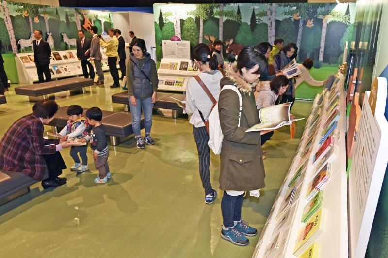 九州創価学会 「絵本とわたしの物語展」宮崎展を開催