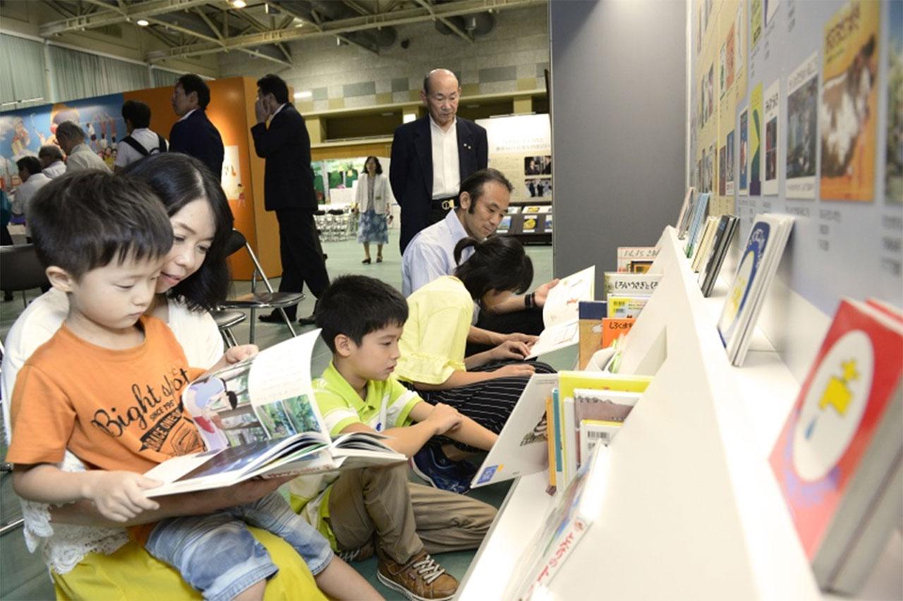 九州創価学会 長崎・佐世保で絵本とわたしの物語展