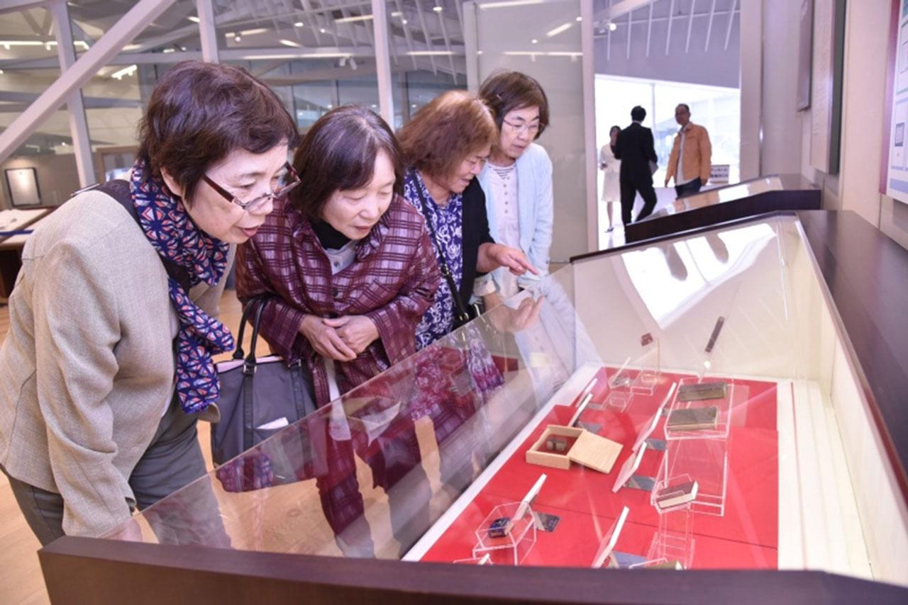 九州創価学会 福岡・筑後市で世界の書籍展