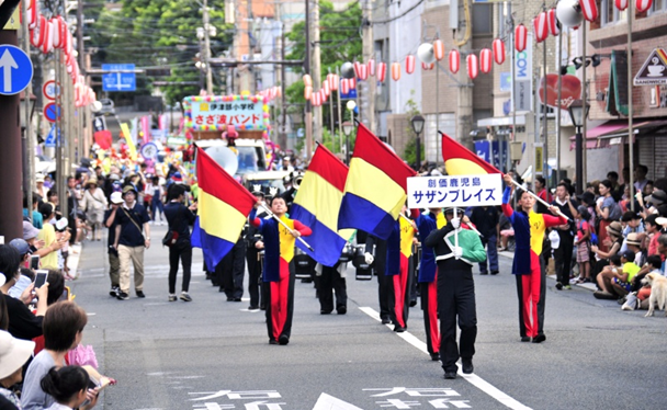 九州創価学会 鹿児島・奄美市のパレードで音楽隊が熱演