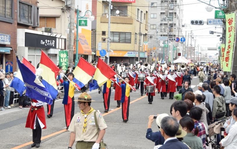 九州創価学会 鹿児島市のパレードで音楽隊・鼓笛隊が熱演