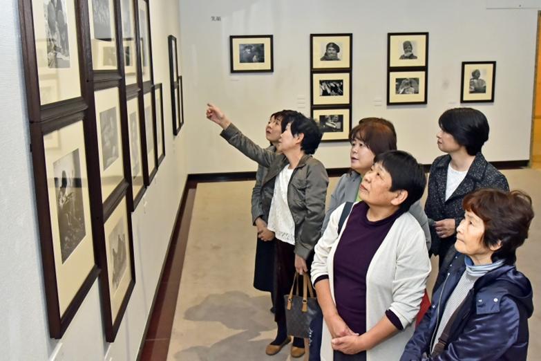 九州創価学会 福岡・田川市で開幕 ロバート・キャパ展