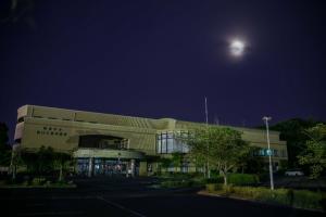 九州創価学会 満月が夜空を彩る