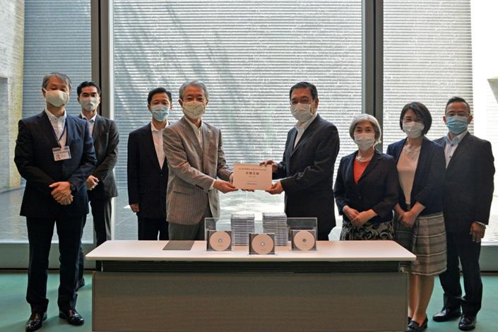 九州創価学会 学会所蔵の被爆証言映像を平和記念館に寄贈